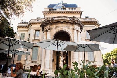 Comer en un museo en Buenos Aires
