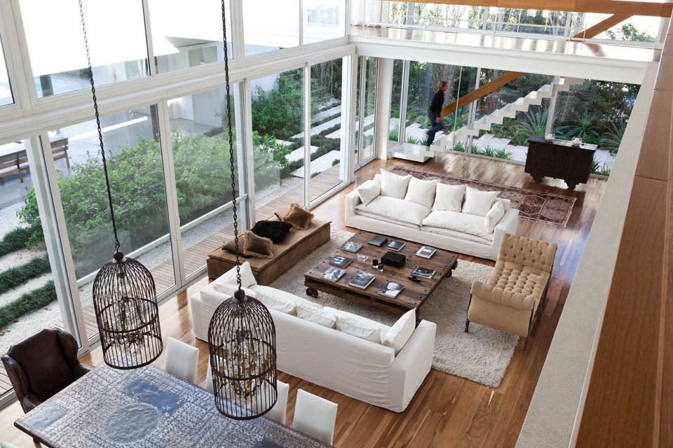 una casa con y juegos de altura magal saberian espacio living