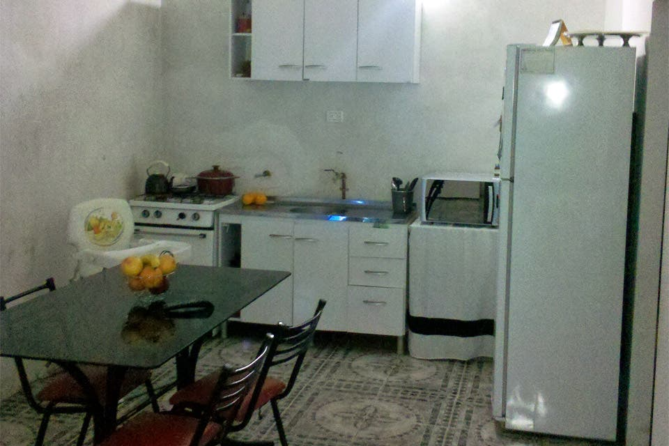 Salon cocina comedor integrados cocinas abiertas al saln for Como organizar living comedor