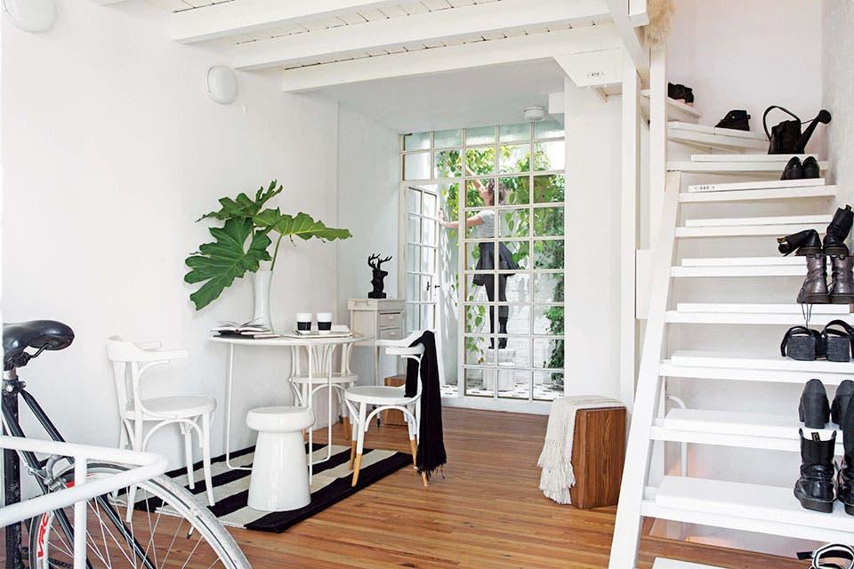 Una mini casa que se convirti en un barco en pleno for Piletas intex precios y modelos