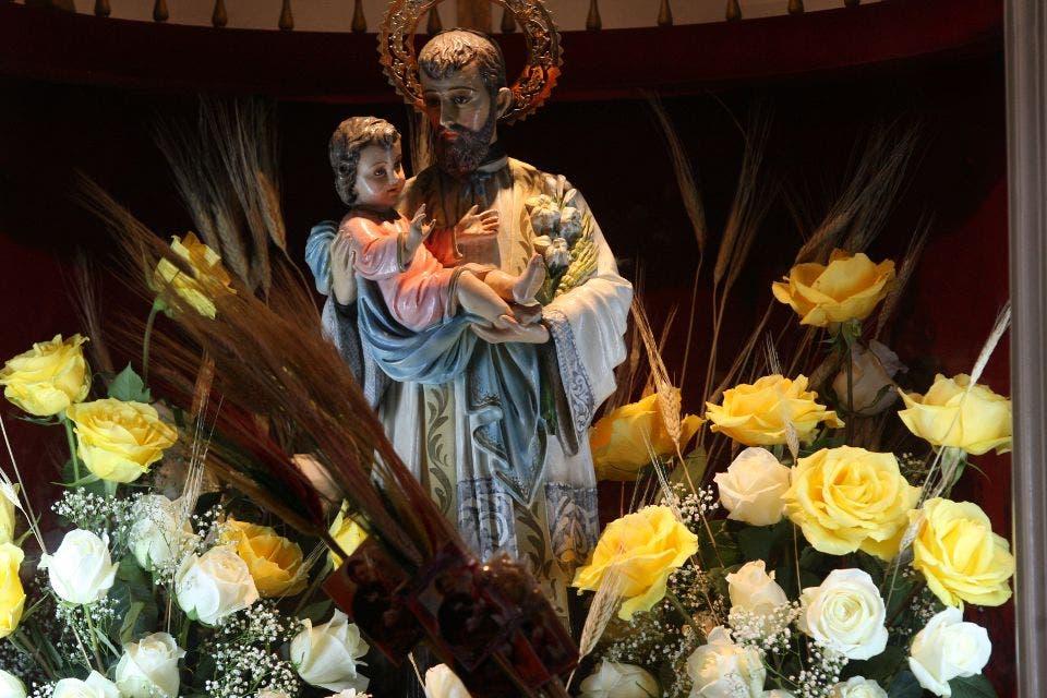 Miles de personas ingresan al santuario de san cayetano - Hierros san cayetano ...
