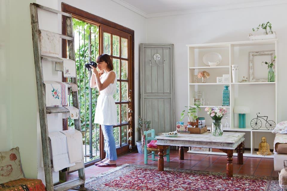 Una casa con estilo vintage moderno living espacio living - Casas con estilo vintage ...
