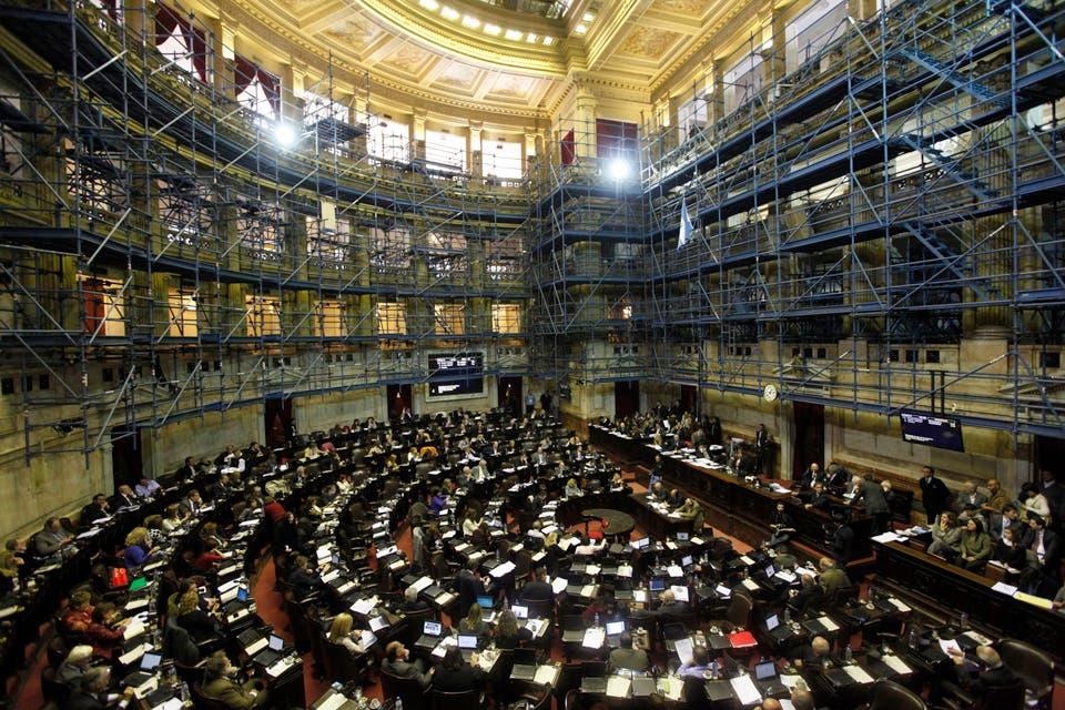Elecciones 2013 el kirchnerismo queda con un ajustado for Interior elecciones