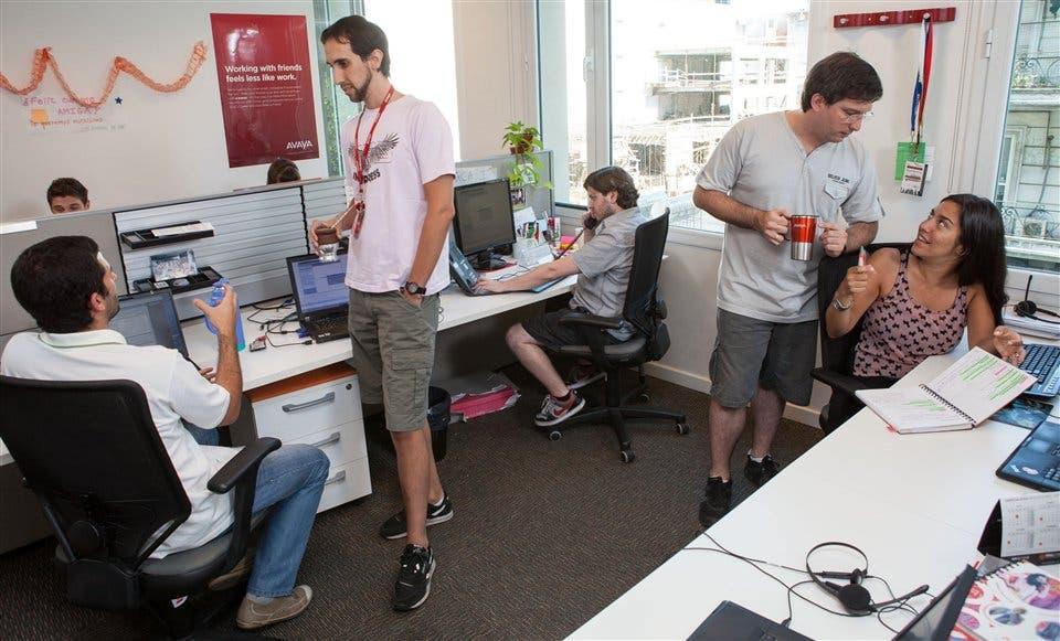 Pueden los varones mostrar las piernas en la oficina for Oficina consumo santiago