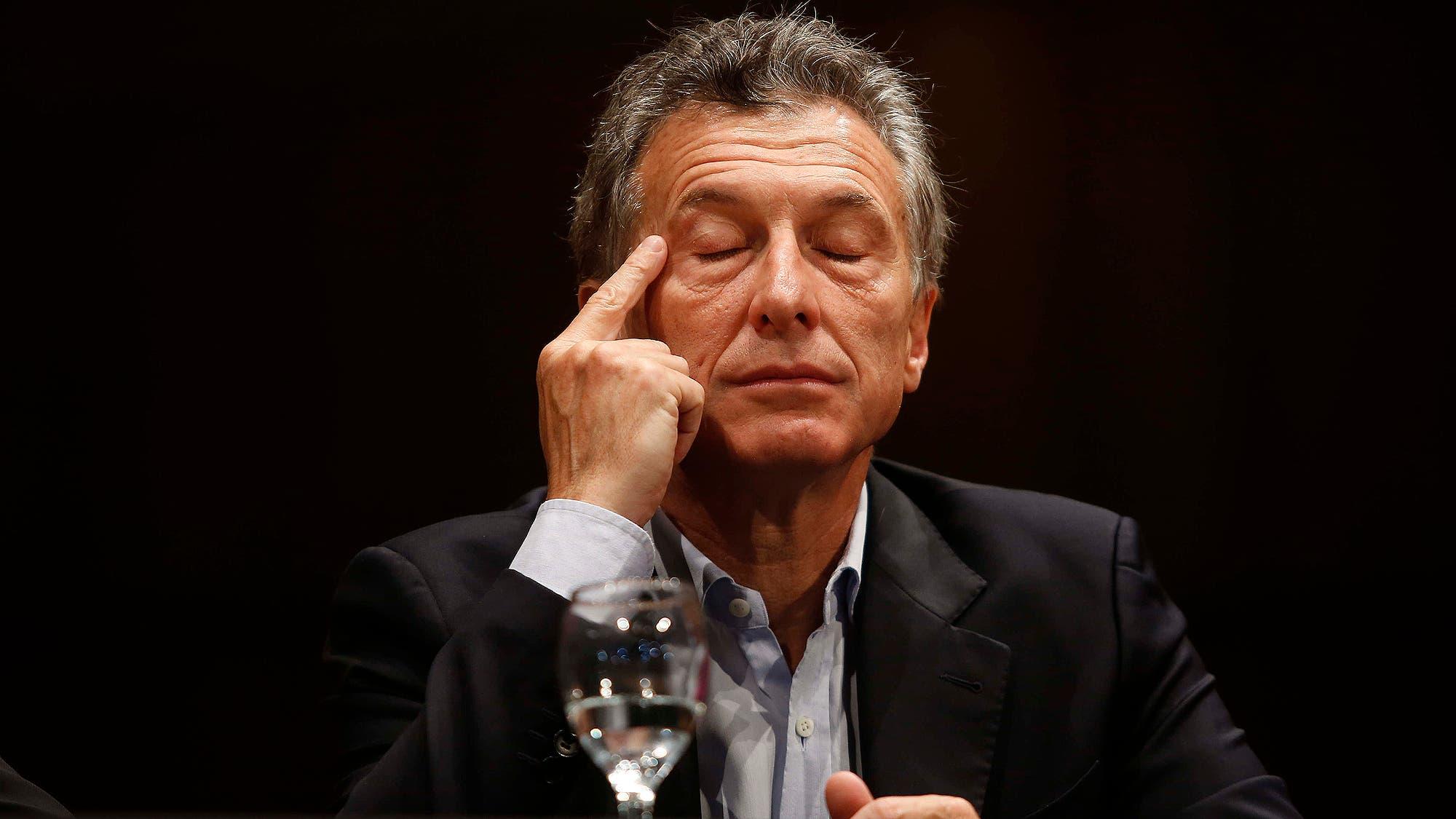 El presidente Mauricio Macri renuncia inesperademente