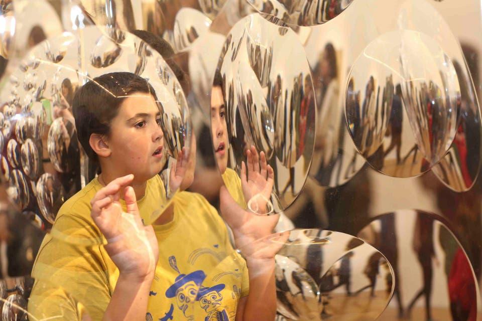Los reflejos de la obra de Rogelio Polesello fascinan en Malba Foto:PRENSA
