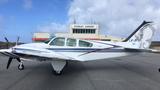 Pilotos civiles volaron a Malvinas en un avión Bechcraft en homenaje a los caídos