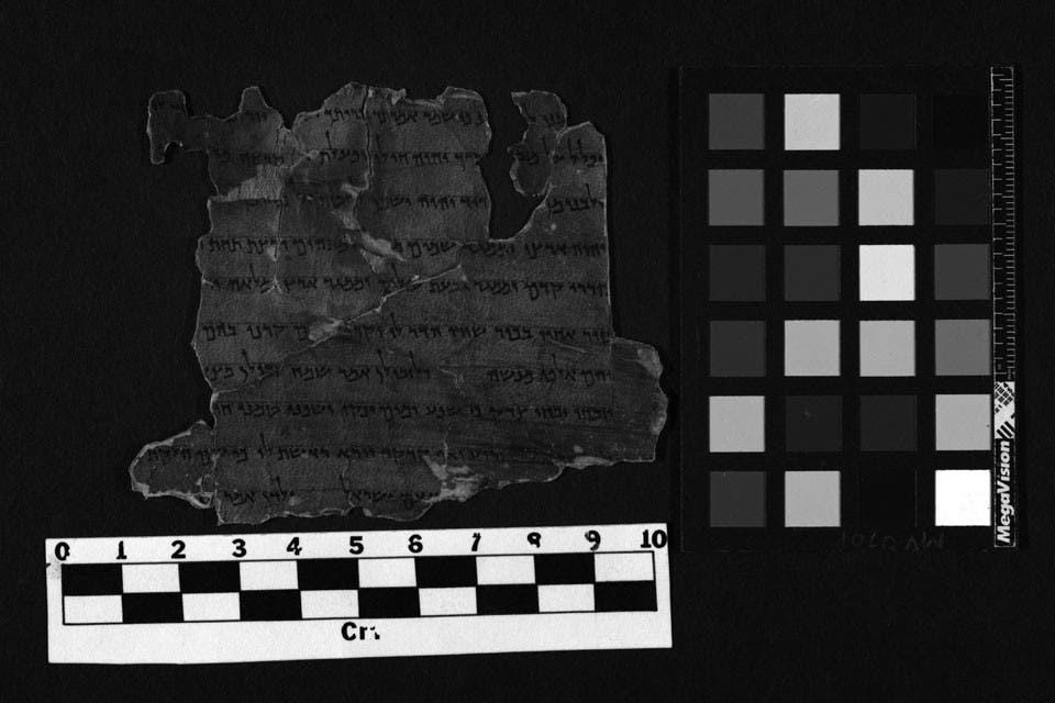 Fragmento del rollo de Deuteronomio que incluye una bendición de Moisés; la escritura se va aclarando gradualmente Foto:Autoridad de Antiguedades de Israel