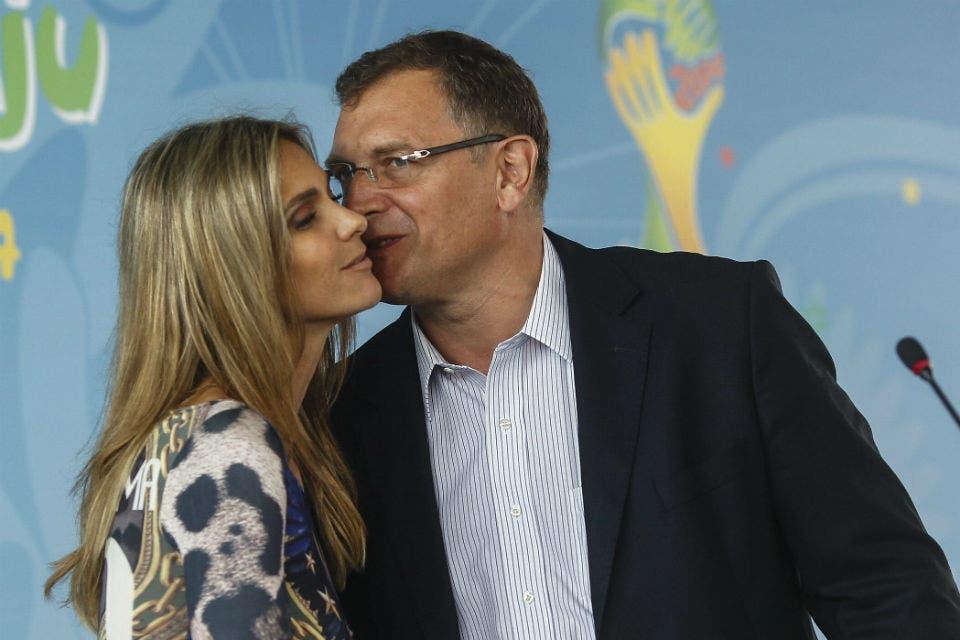El beso con ole de Fernanda Lima a un dirigente de la FIFA ...