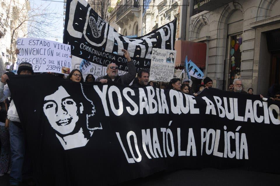 Crece la polémica: Policías pueden pedir DNI sin motivos