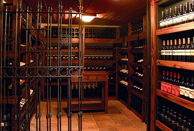 D nde disfrutar del mejor vino conexi n brando - Cavas de vino para casa ...